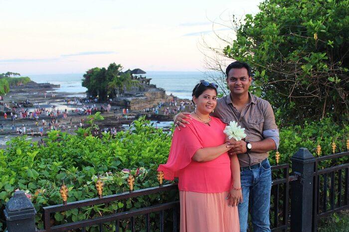 bali temple couple