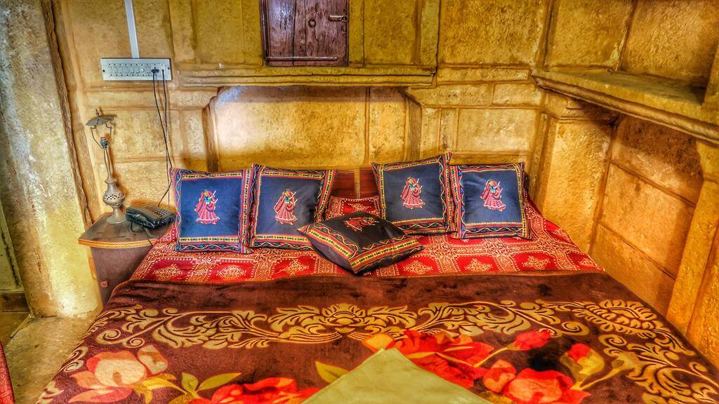 offers an easy access to the golden fort of Jaisalmer