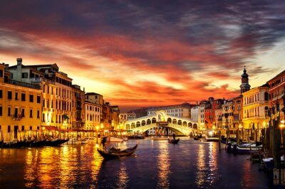 A view of Venice at night