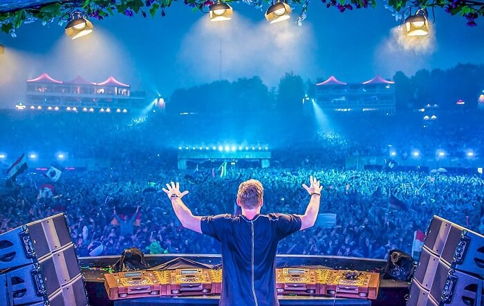 hardwell on tomorrowland stage
