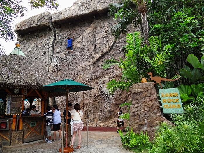 rock climbing in universals tudios