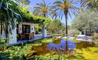 Atzaro Agroturismo lotus pond