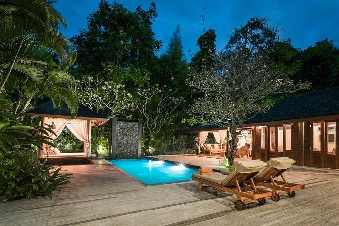 offers private pool villas