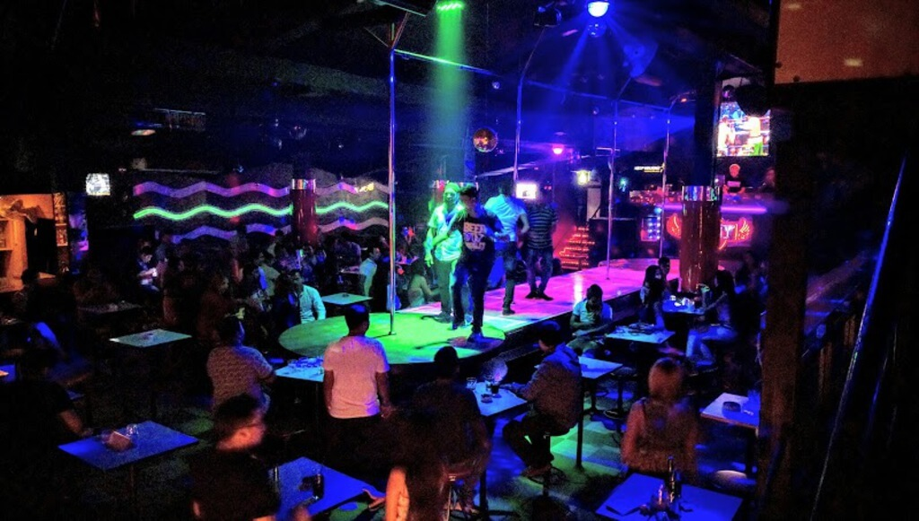 unveil the electrifying side of Pratunam nightlife
