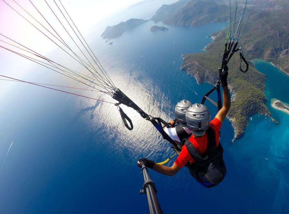 watching horizon while paragliding