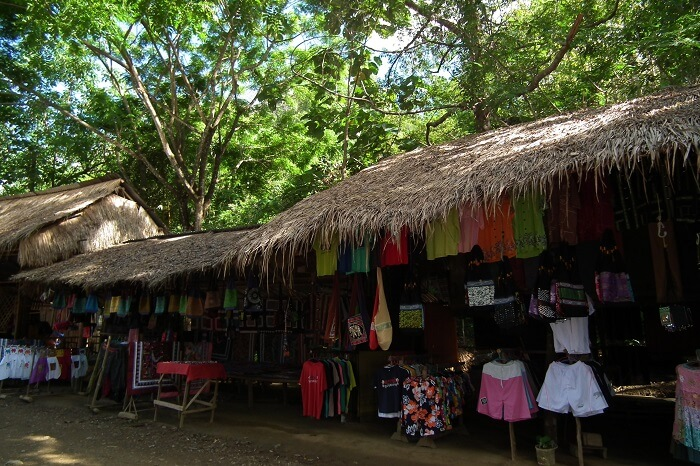 Kuang Si Falls Market