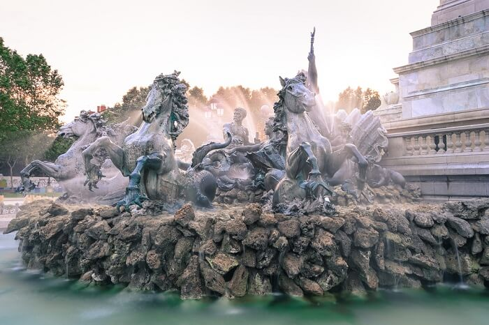 gorgeous fountain with life-like sculptures