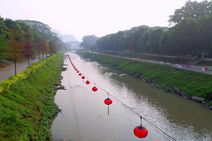Walk along the Kinta River Walk