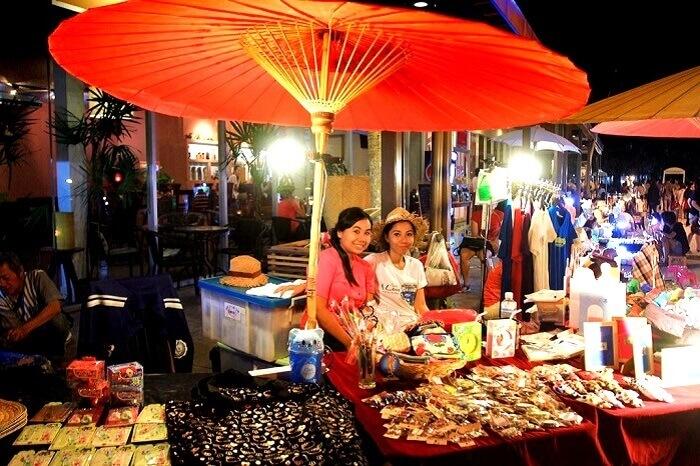 bargain at patpong market