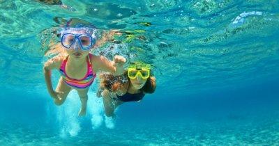 people snorkeling in mauritius