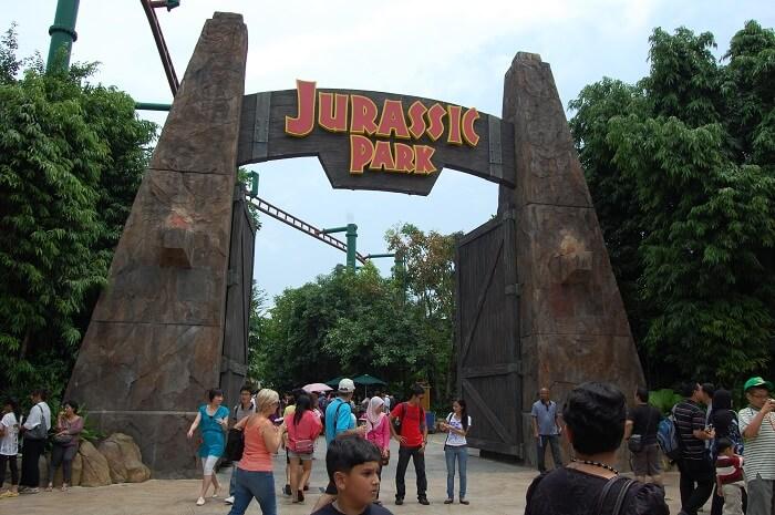 Jurassic park rides
