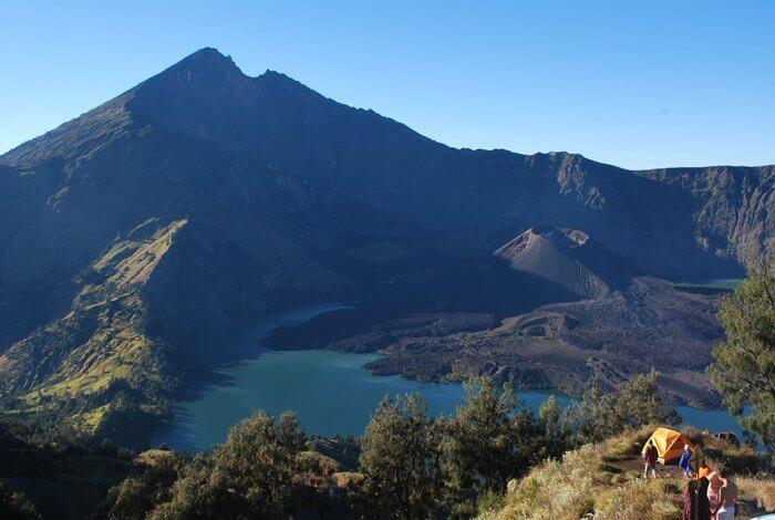 trekking in Manusela national park