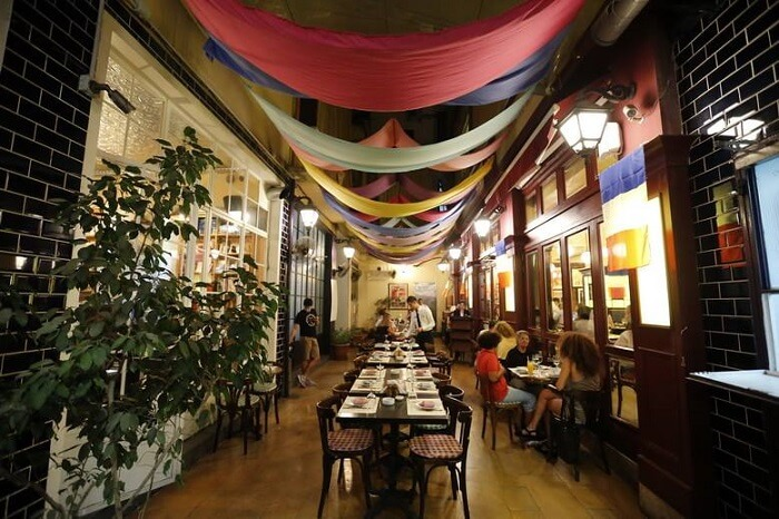 charming decor, cozy atmosphere