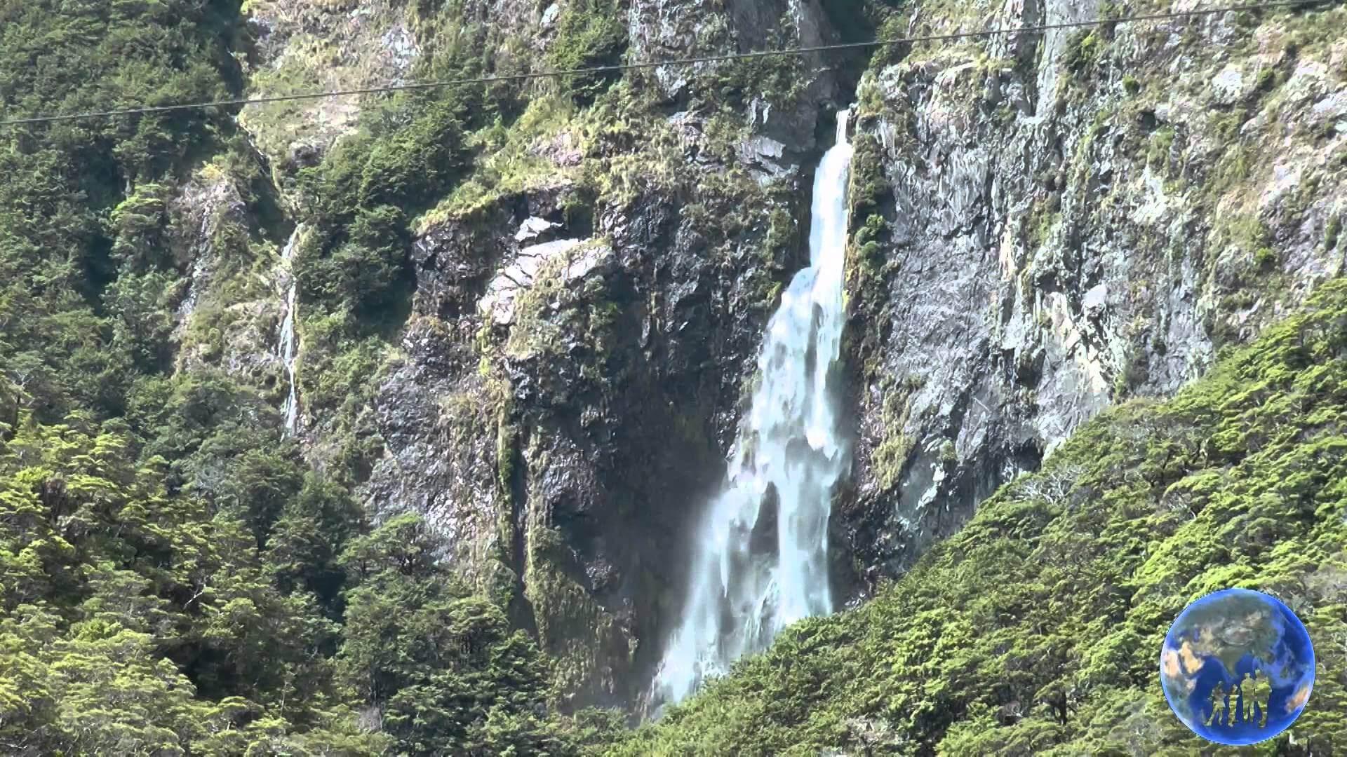beautiful Devil's Punchbowl Falls