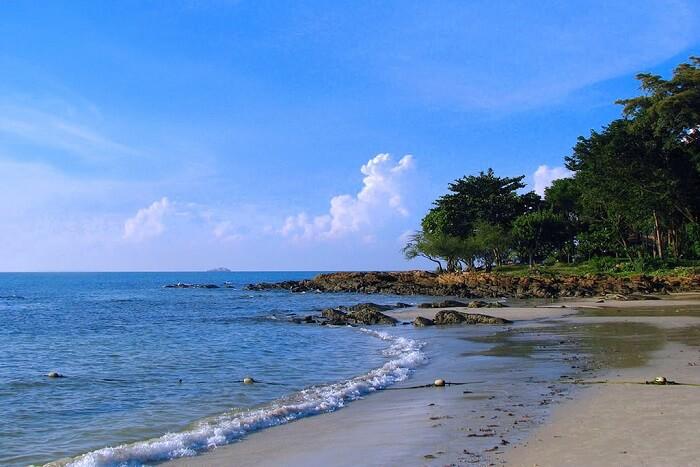 Koh Samet beach sand greenery