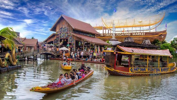 market on boats