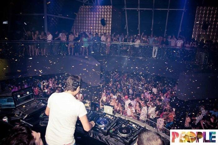 bulk of people in club