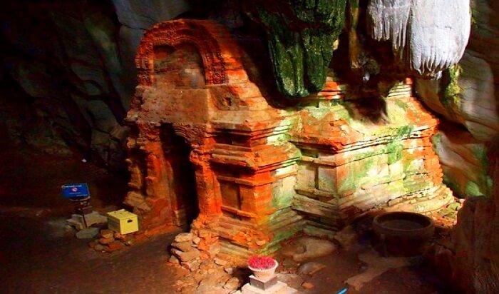 splendid caves of Phnom Chhngok