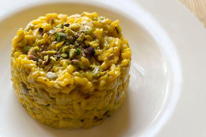 Risotto_saffron_and_pistachio_nuts