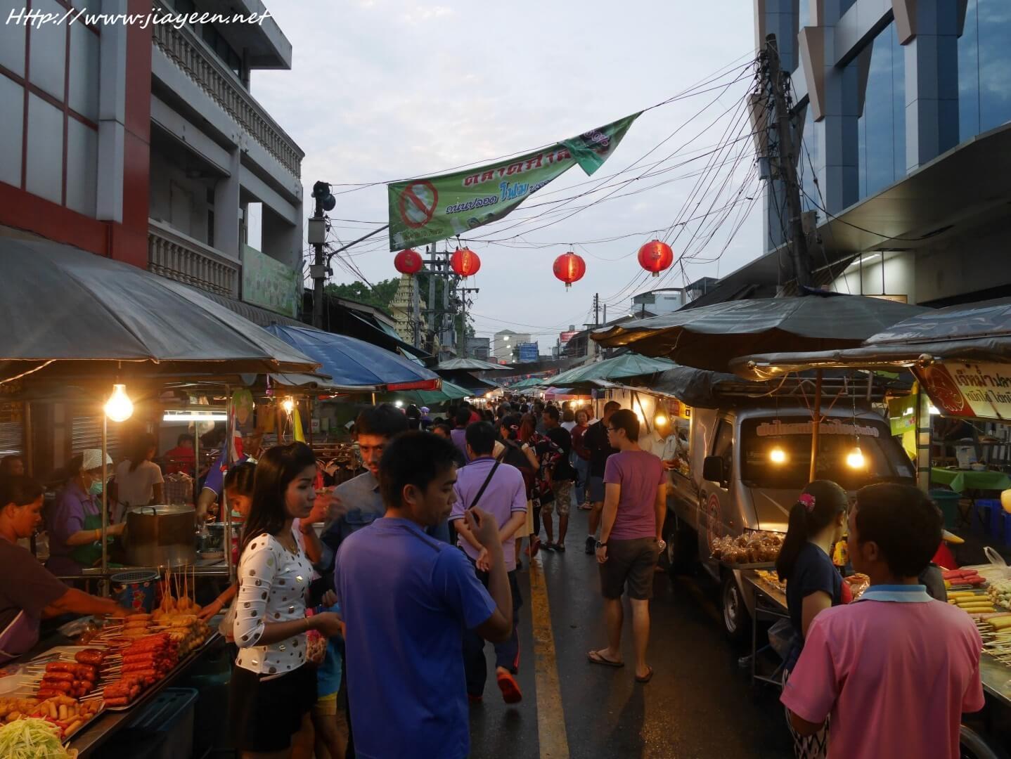 street market is quiet popular in Surat thani