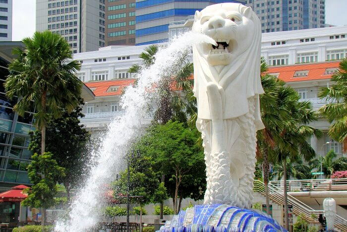 Take a stroll at the Merlion Park