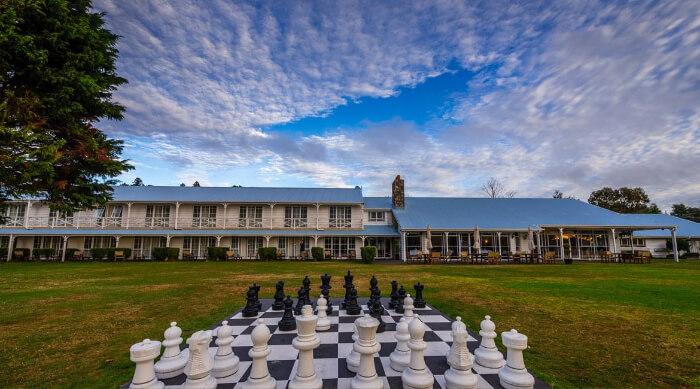 the gorgous lawn of VR Rotura Lake Resort