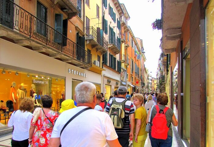 people shopping in verona