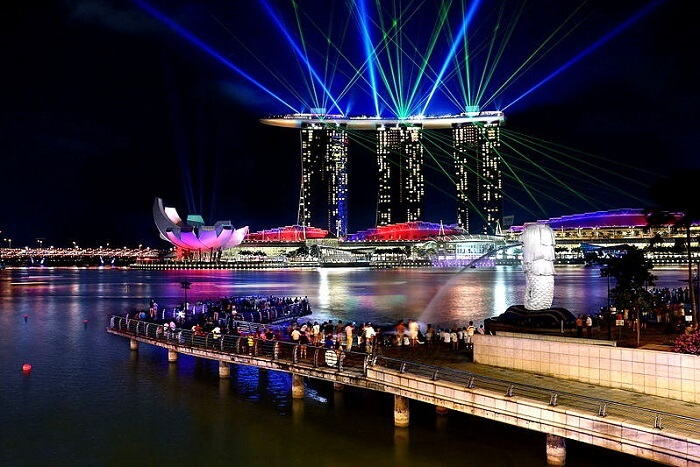 Watch the Light and Water Show at Marina Bay