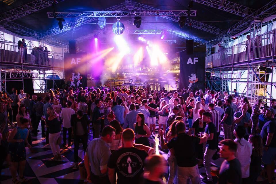 bachelor party,australia,pubs