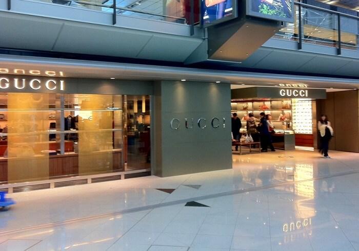 shopping at airport
