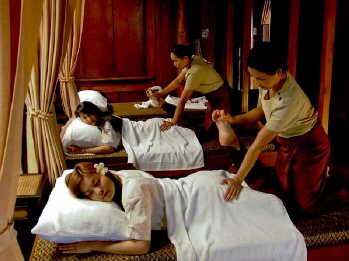 masseuse doing their job