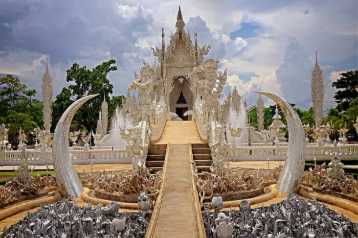 Best Time To Visit Wat Rong Khun
