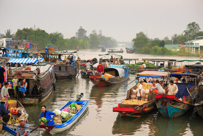 Shopping in boat