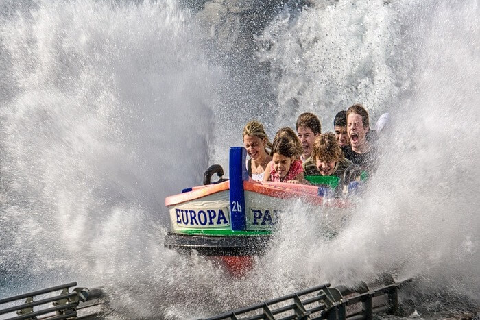 boat splashing from water