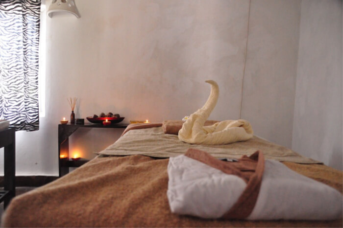 hot stones to aromatic essential oils, jacuzzi bath with flowers
