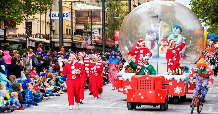 Christmas In Australia Santa.10 Incredible Ways To Celebrate Christmas In Australia In 2019