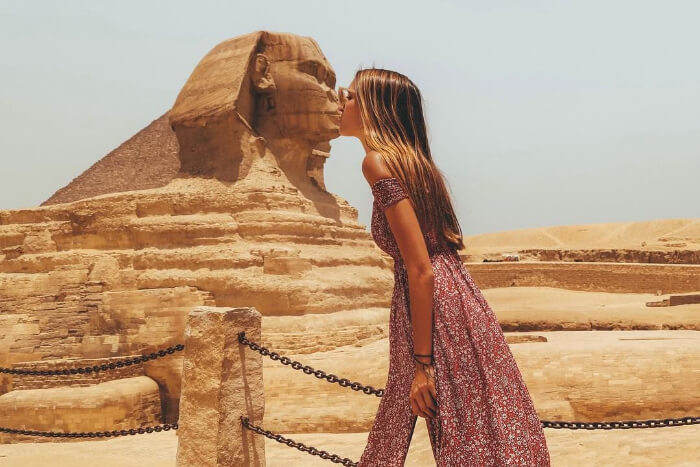 kissing photo at the Sphinx