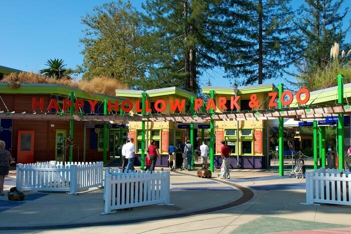 Happy Hollow Zoo Entrance