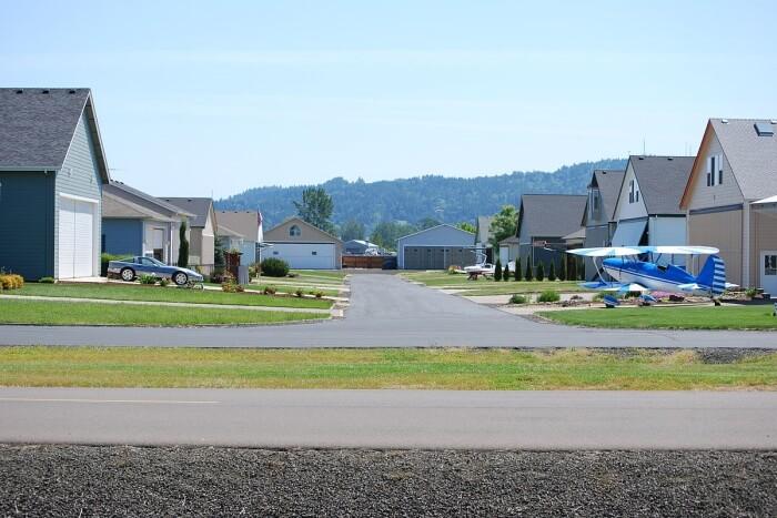 Kirkvine Airstrip Community