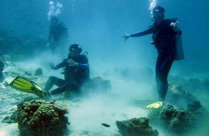diving in seawater