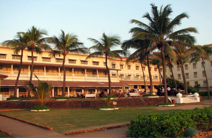 Visit the Galle Face Hotel