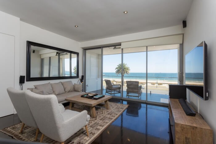 3b Luxury Beachfront House