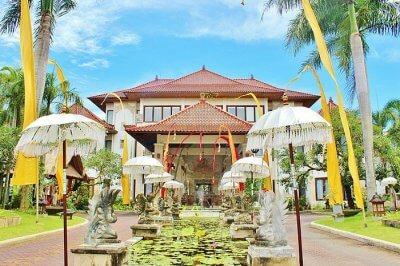 800px-The_Mansion_Hotel_Ubud_Bali_Indonesia_-_panoramio_(10)