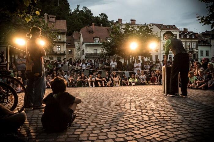 Ana Desetnica International Street Theater Festival