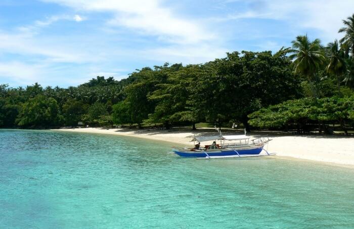 Get lost in the scenic beauty of Isla Reta