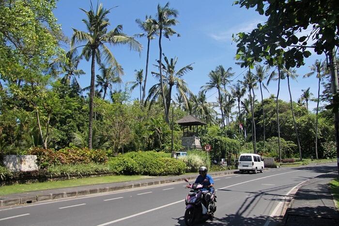 Jalan Danau Tamblingan