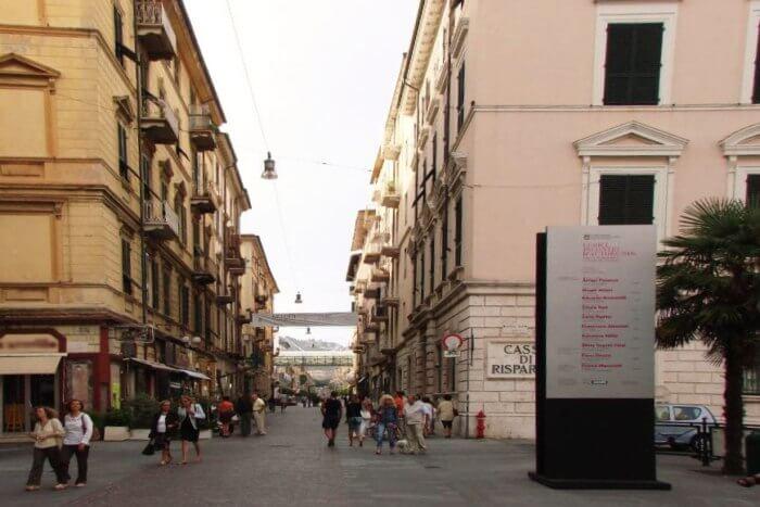 Corso Cavour and Via Manzoni