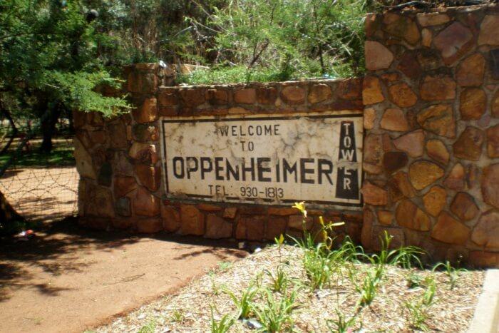 Enjoy a calm evening at the Oppenheimer Gardens