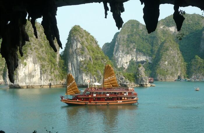Halong Bay Cruise Ship