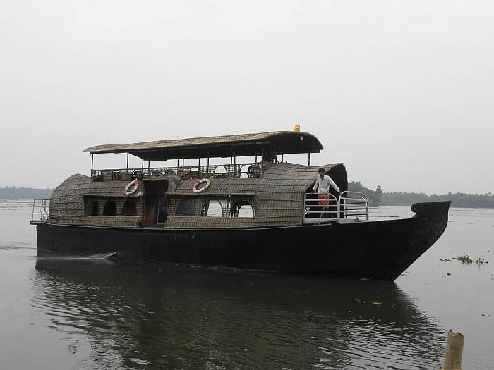 houseboat in chettuva